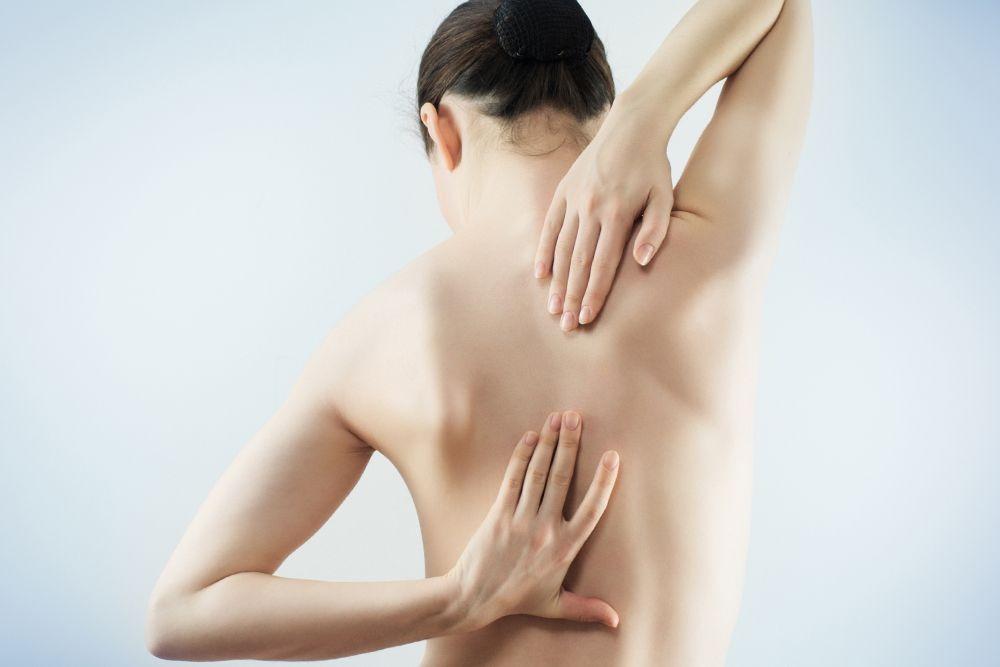 Причины боли в грудном отделе позвоночника