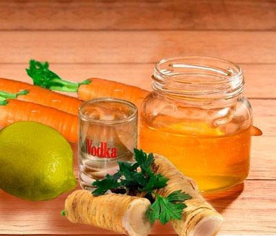 Народный рецепт для лечения прострела: сок хрена и водка