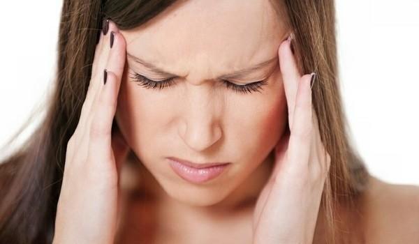 Сильная головная боль и тошнота: причины у женщин
