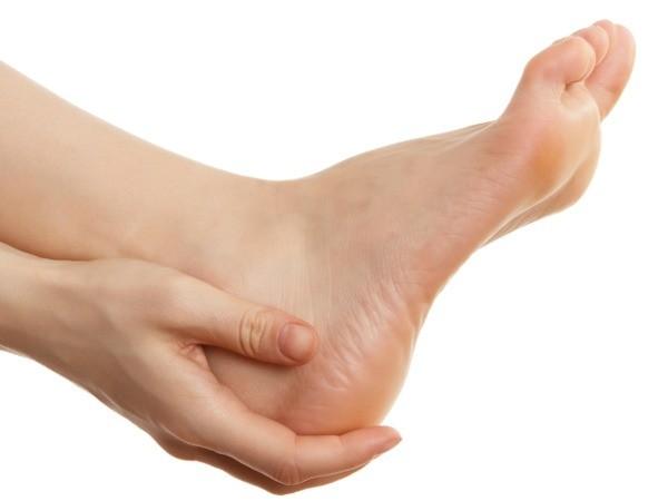 Что делать, если больно наступать на стопу и как это лечить?