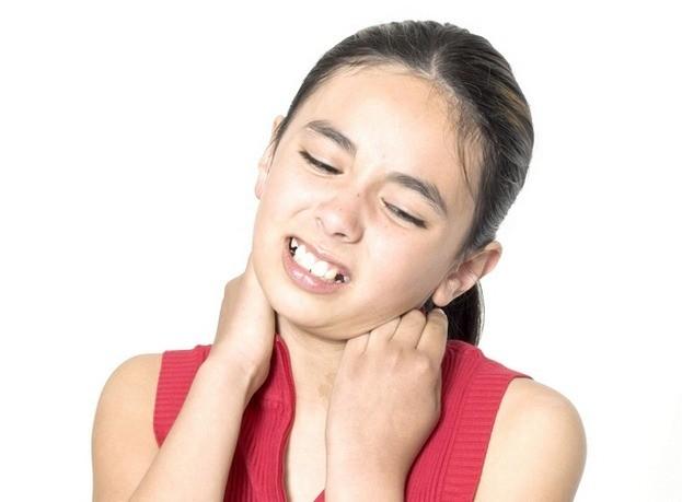 На шее болит у ребенка
