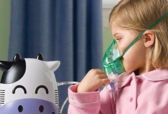 Ингаляция ребёнку с помощью аппарата