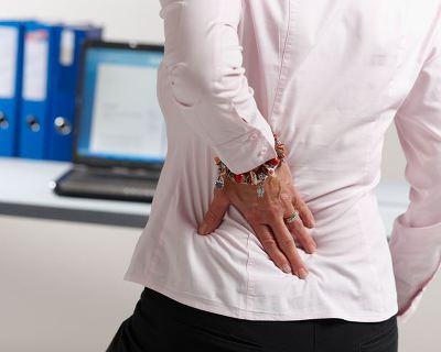 Опоясывающая боль в области поясницы у мужчин и женщин: причины