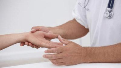 болит сустав на среднем пальце правой руки thumbnail